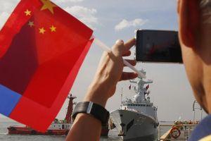 Philippines lần đầu gửi tàu tới Trung Quốc duyệt hạm đội