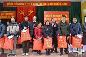 Tặng quà Tết hộ nghèo tại Cao Bằng