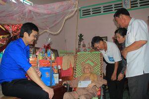 Trung ương Đoàn thăm, tặng quà gia đình chính sách tại Tây Ninh