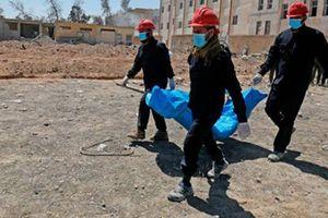 Rùng mình hố chôn tập thể hơn 800 dân thường tại Raqqa