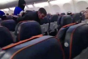 Máy bay Nga chở 76 người hạ cánh bởi gã say rượu