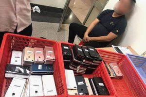 Khởi tố hành khách Hàn Quốc đem 200 chiếc điện thoại nhập cảnh vào Việt Nam để bán kiếm lời
