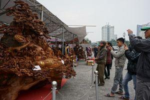 Ngắm tượng Phật Di Lặc 3,5 tấn bằng gỗ xá xị, giá 1,2 tỉ đồng