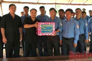 Chúc Tết cán bộ, chiến sĩ làm nhiệm vụ quy tập mộ liệt sĩ tại Campuchia