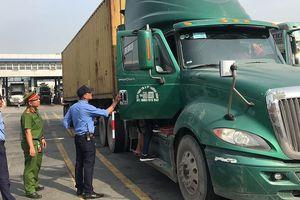 Theo chân CSGT kiểm tra ma túy tài xế xe container