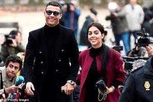 Cristiano Ronaldo hớn hở nhận án 23 tháng tù treo gây bất ngờ
