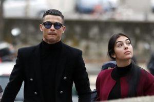 MU chọn 'giám đốc' Van der Sar, Ronaldo ra tòa như phim
