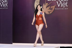 Bạn gái Trọng Đại U23 lộ vòng 2 kém thon khi mặc áo tắm thi Hoa hậu