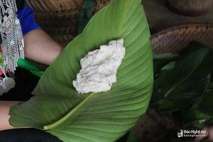 Món bánh Tết thơm ngon từ gạo của người Mông Nghệ An
