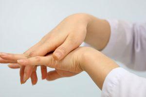 Tê tay khi ngủ gây khó chịu và khiến bệnh nhân lo lắng, liệu có phải là bệnh nguy hiểm?