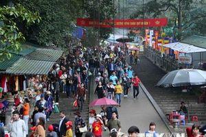 Các cửa hàng không treo móc thịt trong khu vực lễ hội chùa Hương
