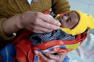 Bé 3 tuần tuổi bị chôn sống trong cái lạnh 3 độ C sống sót kỳ diệu