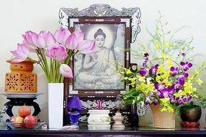 Những loại hoa nên cắm trên ban thờ gia tiên