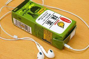 Lấy ý tưởng từ hành động lơ đãng cắm tai nghe vào hộp sữa của học sinh, Nhật Bản sản xuất máy nghe nhạc cực lạ