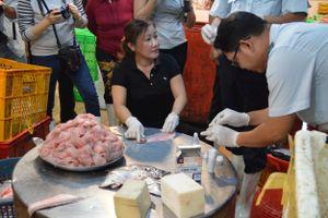Kiểm tra tại chợ đầu mối Bình Điền: Hầu hết thực phẩm đạt tiêu chuẩn chất lượng