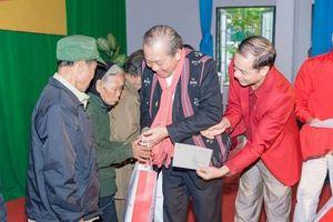 Phó Thủ tướng Thường trực Trương Hòa Bình thăm, tặng quà Tết tại huyện A Lưới