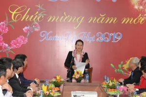 Chủ tịch Quốc hội Nguyễn Thị Kim Ngân thăm, tặng quà bệnh nhi ung thư