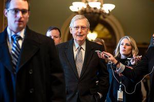 Mỹ bỏ phiếu 2 dự luật giúp mở cửa trở lại Chính phủ