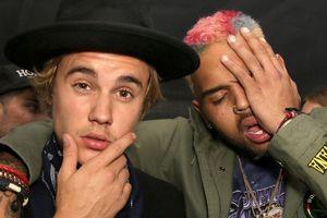 Justin Bieber bị phản đối vì ủng hộ Chris Brown sau cáo buộc hiếp dâm
