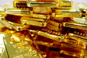 Giá vàng tiếp tục tăng, kinh tế nhiều khu vực gặp khó