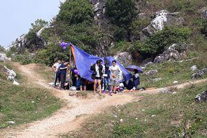 Núi Trầm ô nhiễm vì rác của du khách