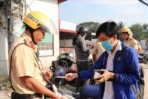 CSGT TPHCM ra quân xử lý xe máy đi vào làn đường ô tô