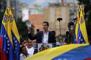 Quân đội Venezuela không chấp nhận Tổng thống bị áp đặt, thề giữ nước