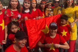 CĐV Việt Nam nhuộm đỏ sân Rashid Al-Maktoum trước đại chiến với Nhật