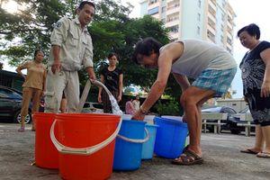 Gần 3 triệu dân Thủ đô: Bao giờ hết khát nước sạch?