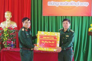 Thượng tướng Lê Chiêm thăm, chúc tết Đồn Biên phòng Đăk Song