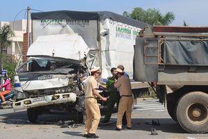 Tai nạn xe tải và xe ben trên quốc lộ, tài xế nguy kịch