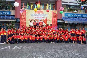 Trường tiểu học rợp cờ đỏ sao vàng cổ vũ tuyển Việt Nam