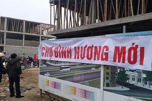 Thanh Hóa: Chợ đang xây dở dang, tiểu thương đã được đưa vào buôn bán