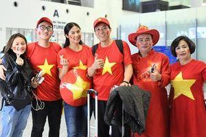Hoa hậu Ngọc Hân, MC Phan Anh sang Dubai cổ vũ tuyển Việt Nam