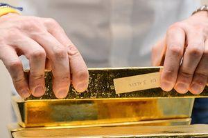 Đồng USD giảm giá, vàng tăng