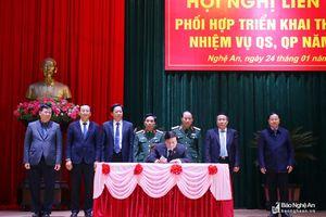 Ký kết phối hợp thực hiện nhiệm vụ QS - QP giữa Quân khu 4 và 6 tỉnh Bắc Trung Bộ