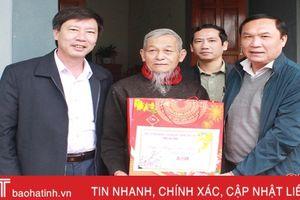 Phó Chủ tịch HĐND tỉnh Võ Hồng Hải chúc tết người nghèo, gia đình có công