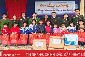 1.484 đầu sách 'gửi yêu thương' đến học sinh Hương Khê