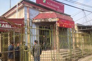 Nữ nhân viên ngân hàng choáng váng, trưởng thôn bị chém vào tay sau vụ cướp ở Thái Bình