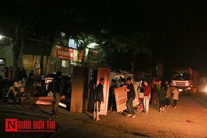 3 ngôi nhà bị thiêu rụi, người dân hốt hoảng sơ tán lúc nửa đêm