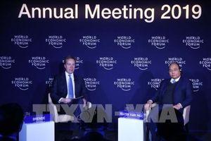 Thủ tướng Nguyễn Xuân Phúc đối thoại với Chủ tịch WEF
