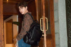 'Romance Is A Bonus Book': Lee Jong Suk nhớ tới Lee Bo Young và sự khác biệt khi đóng cặp với Lee Na Young