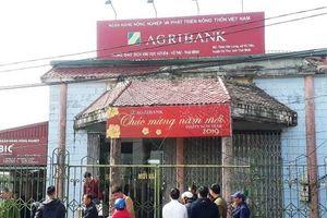 Thái Bình: Truy tìm 2 tên cướp dùng dao và bình xịt hơi cay cướp tiền ngân hàng