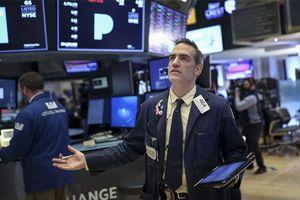 Chứng khoán Mỹ tăng điểm nhẹ, dù nỗi lo thương mại phủ bóng