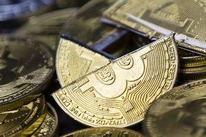 Davos nói về tiền ảo: 'Giá Bitcoin sẽ trượt về 0'