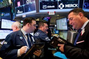 Thu nhập doanh nghiệp tích cực có bù đắp được nỗi lo thương mại?