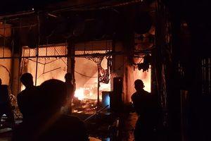 Ba căn nhà ở Hà Tĩnh bị thiêu rụi trong đêm