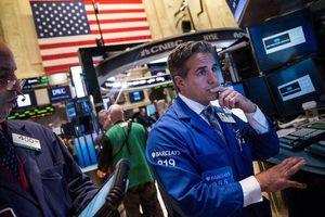 Giới đầu tư hồi hộp chờ nhiều tin quan trọng