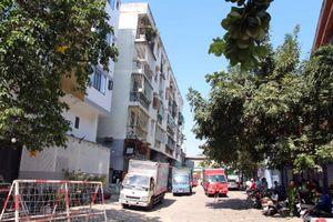 TP.HCM: 38 hộ dân trong chung cư 518 Võ Văn Kiệt bị nghiêng đã được di dời