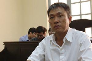 Họa sĩ Lê Linh bật khóc tại phiên tòa Thần đồng đất Việt